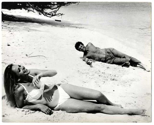 Урсула Андресс и Жан-Поль Бельмондо на съёмках фильма «Злоключения китайца в Китае», 1965