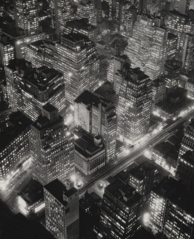 Ночной Нью-Йорк, 1932. Фотограф Беренис Эббот