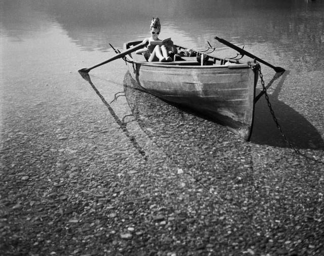 Лето в лодке, Таллуар, 1943. Фотограф Жак Анри Лартиг