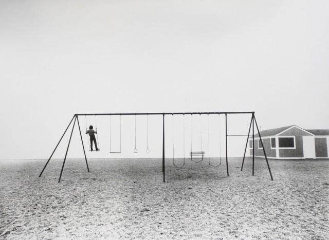 Качели, 1975. Фотограф Ларри Сильвер