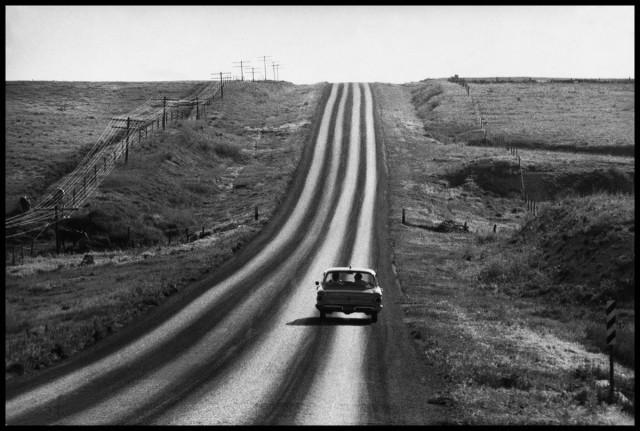 Автомагистраль в провинции, США, 1959. Фотограф Корнелл Капа