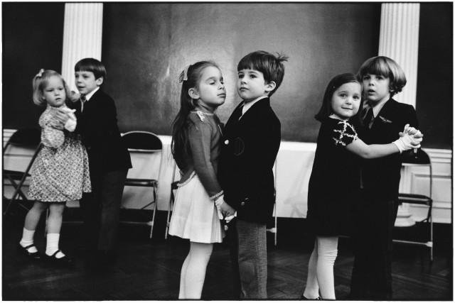Танцы, Нью-Йорк, 1977. Фотограф Эллиотт Эрвитт