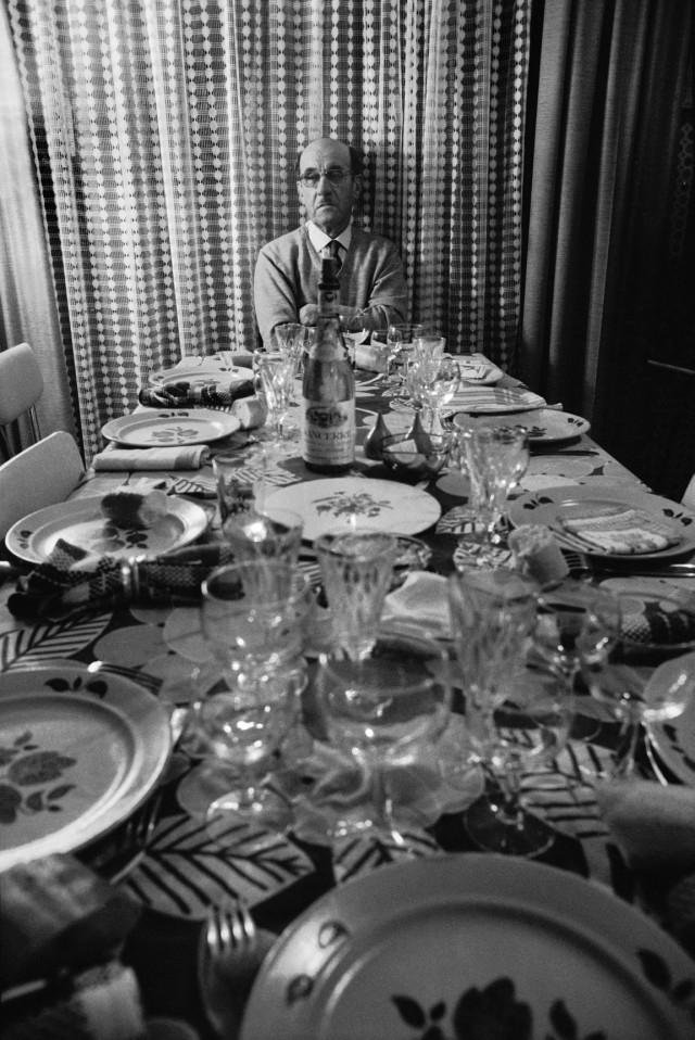 Новогодний семейный ужин, Франция, 1973. Фотограф Жан Гауми