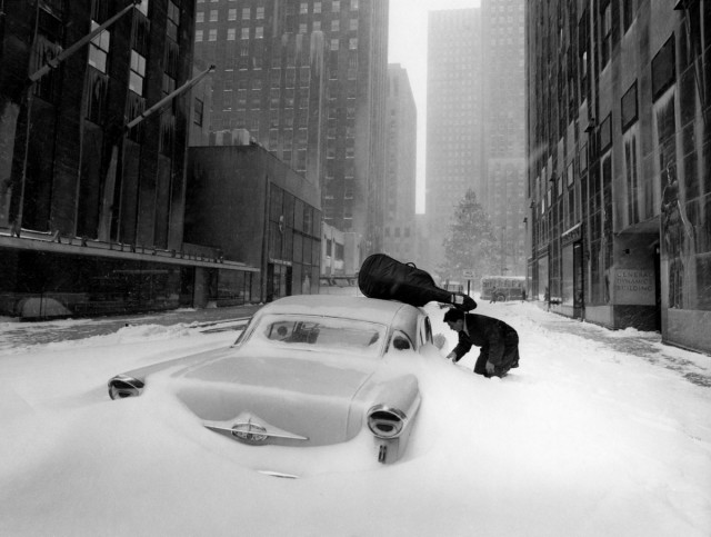 Сугробы Манхэттена, Нью-Йорк, 1960. Фотограф Робер Дуано