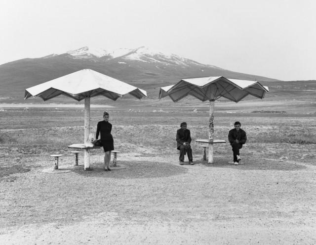 Из серии «Автобусные остановки Армении», 1997-2011. Фотограф Урсула Шульц-Дорнбург
