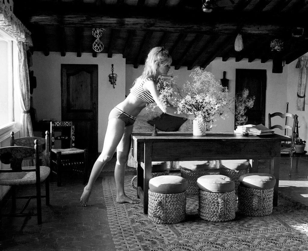 Брижит Бардо на вилле в Сен-Тропе, Франция, 1965