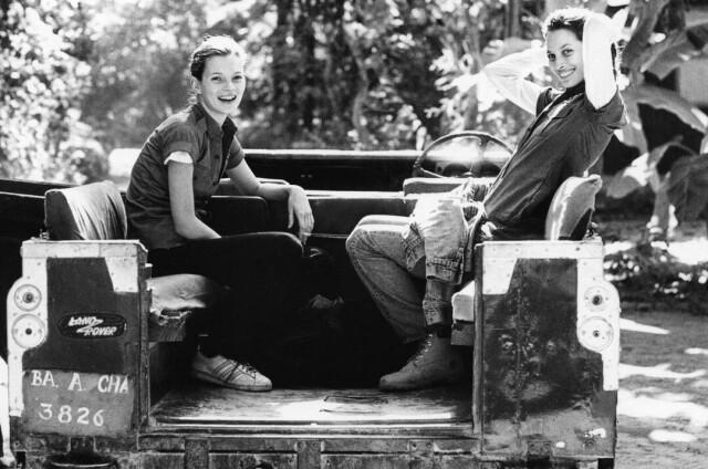 Кейт Мосс и Кристи Тарлингтон в Непале. British Vogue, 1993. Фотограф Артур Элгорт