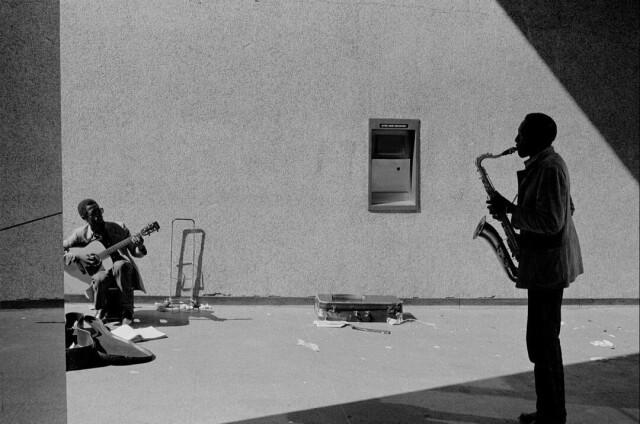 Уличный джаз, Нью-Йорк, 1984. Фотограф Джозеф Родригес
