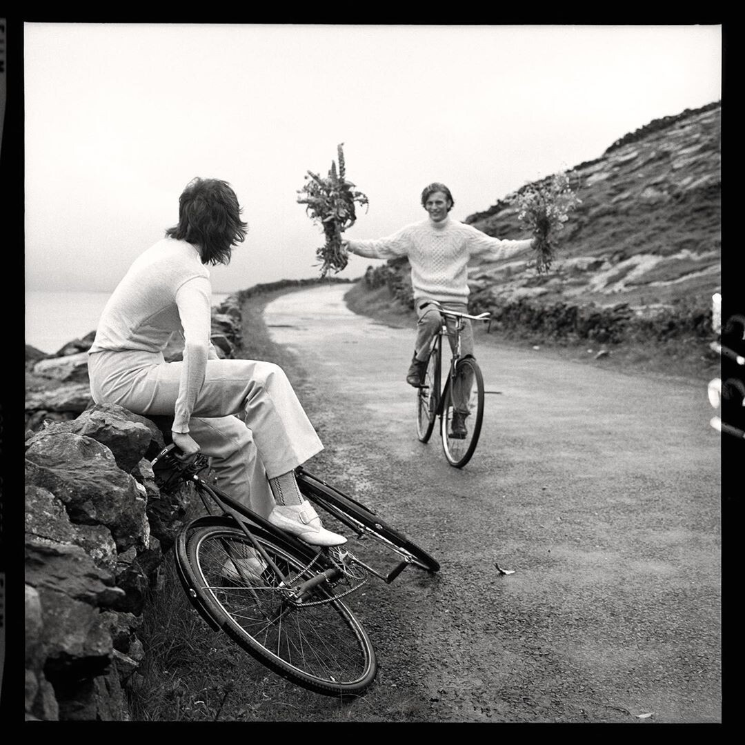 Анжелика Хьюстон и Харви Мэттисон. Ирландия, 1969. Фотограф Ричард Аведон