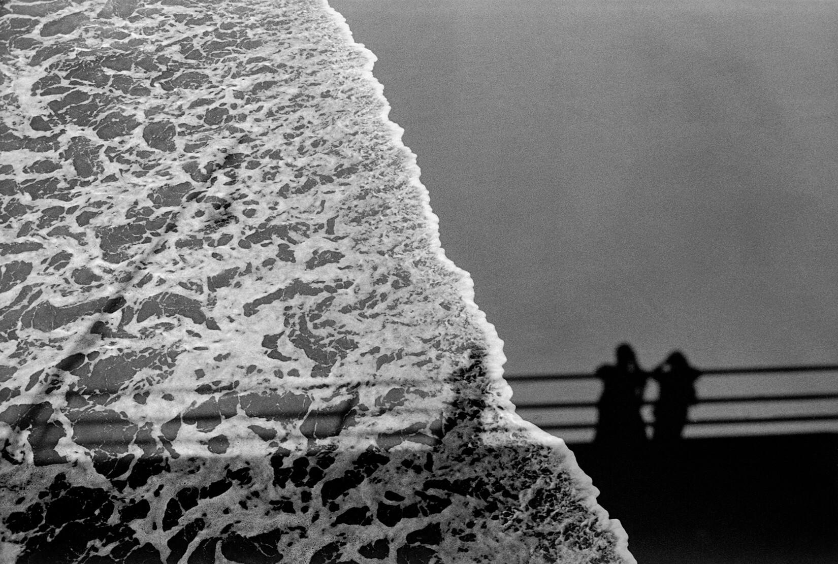 Тени на песке. Санта-Моника, Калифорния, 1979. Фотограф Эрих Хартманн