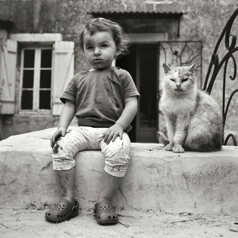 Ребёнок с котом. Фотограф Ален Лабуаль