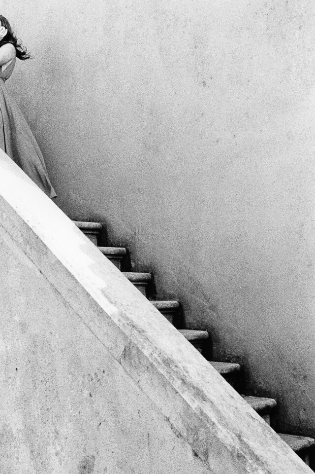 Лестница и платье, 2018. Фотограф Mikael Siirilä