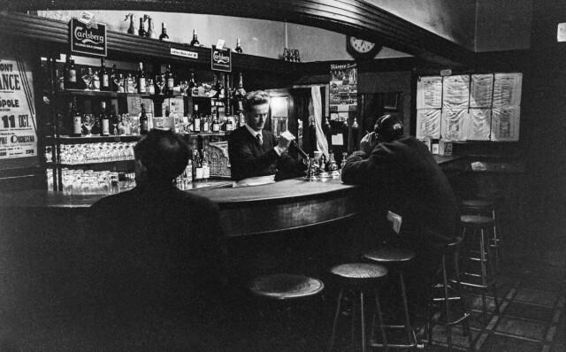 Бар Маллигана, Дублин, 1963. Фотограф Эдвард Куинн