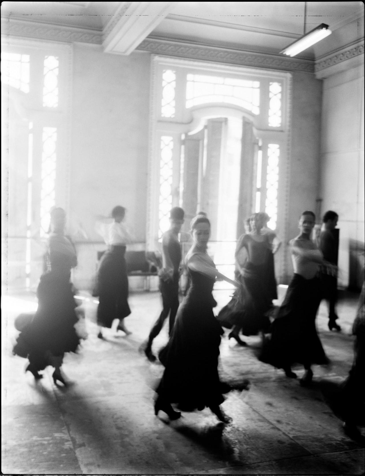 Танцевальная студия, Куба, 1998. Автор Патрик Демаршелье