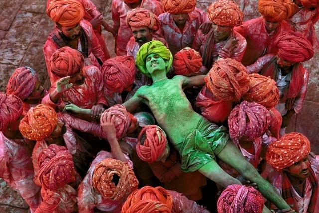 Фестиваль Холи, Раджастхан, Индия, 1996. Автор Стив Маккарри