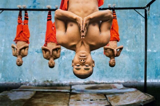 Обучение шаолиньских монахов. Чжэнчжоу, Китай, 2004. Автор Стив Маккарри