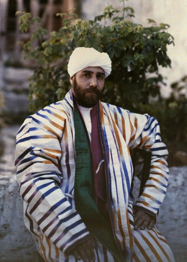 Шейх Якоб Бухари в Иерусалиме, 1927. Автохром, фотограф Мейнард Оуэн Уильямс