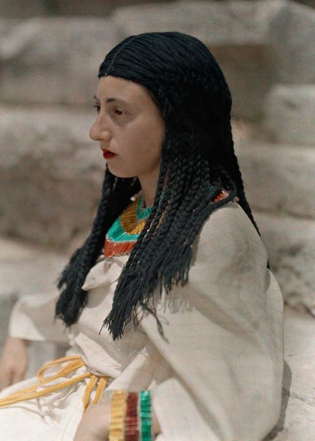 Данаида из пьесы «Просительницы» на горе Парнас в Греции, 1930. Автохром, фотограф Мейнард Оуэн Уильямс
