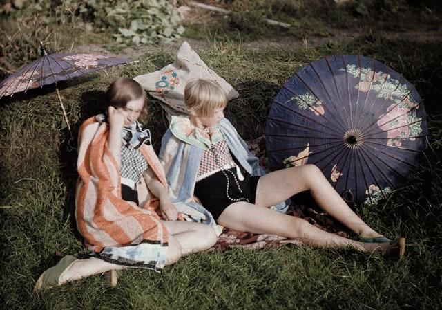 Под солнцем, Англия, 1929. Автохром, фотограф Бернард Уэйкман