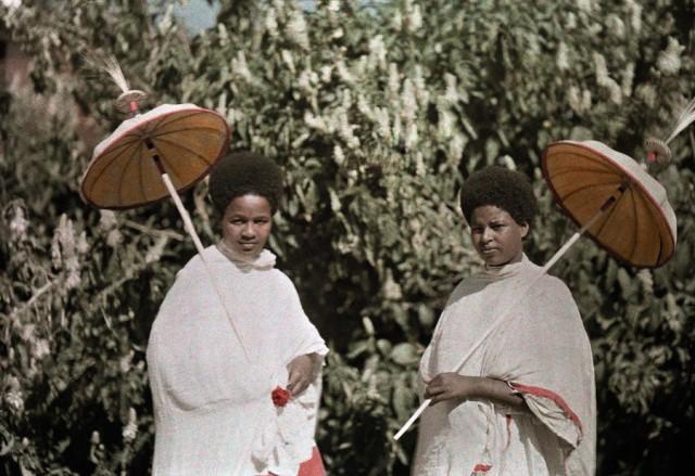 Амхарки в Аддис-Абебе, Эфиопия, 1931. Автохром, фотограф В. Роберт Мур