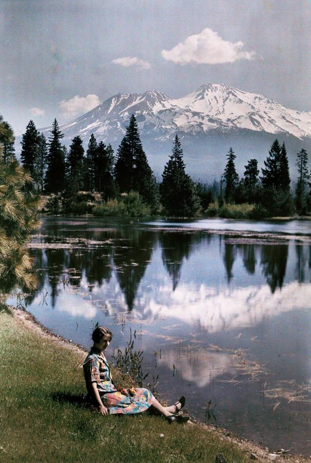 Озеро и заснеженные горы, Калифорния, 1929. Автохром, фотограф Чарльз Мартин