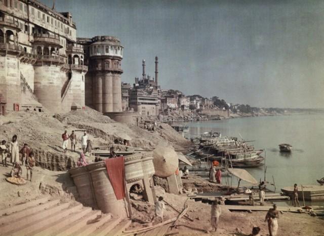 Гхат на берегу Ганга, Индия, 1923. Автохром, фотограф Жюль Жерве-Куртельмон