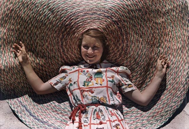 Девушка в соломенной шляпе, Техас, 1939. Автохром, фотограф Луис Марден