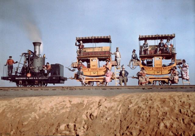 Локомотив и два вагона «Atlantic» на железнодорожной выставке близ Балтимора, штат Мэриленд, 1927. Автохром, фотограф Чарльз Мартин