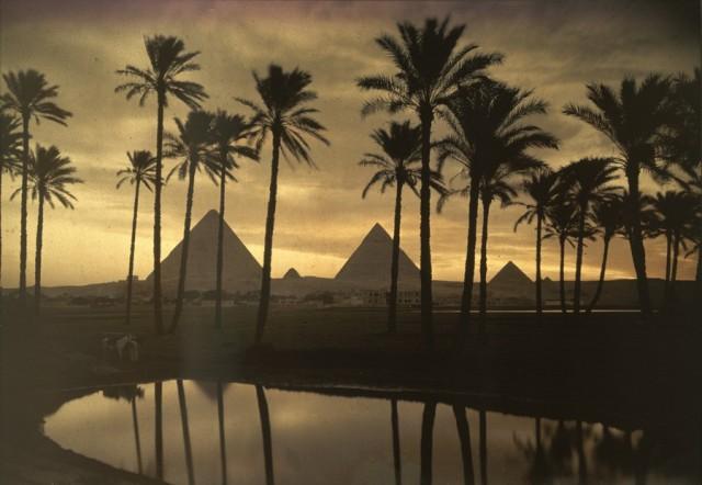 Пирамиды Гизы, 1926. Автохром, фотограф Жюль Жерве-Куртельмон