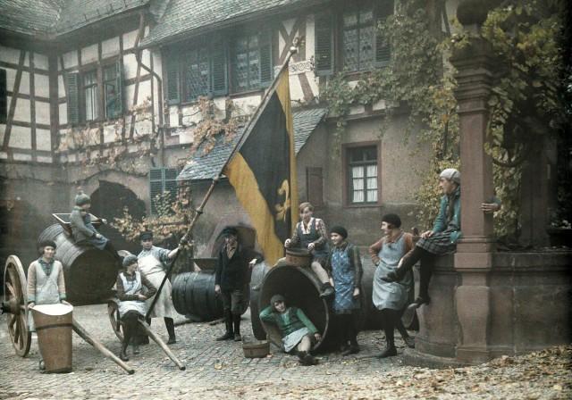 Сборщики винограда в поместье барона Лангверта фон Зиммерна, Германия, 1928. Автохром, фотограф Вильгельм Тобиен