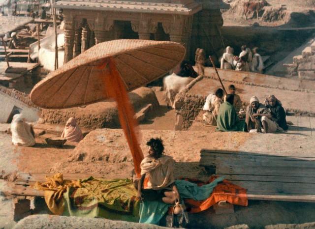 Факир на берегу Ганга в Варанаси, Индия, 1926. Автохром, фотограф Жюль Жерве-Куртельмон