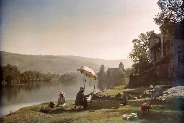Художники на берегу реки Дордонь, Франция, 1925. Автохром, фотограф Жюль Жерве-Куртельмон