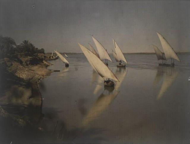 Парусные лодки. Луксор, река Нил, Египет, 1914. Автохром, фотограф Хелен Мессингер Мердок