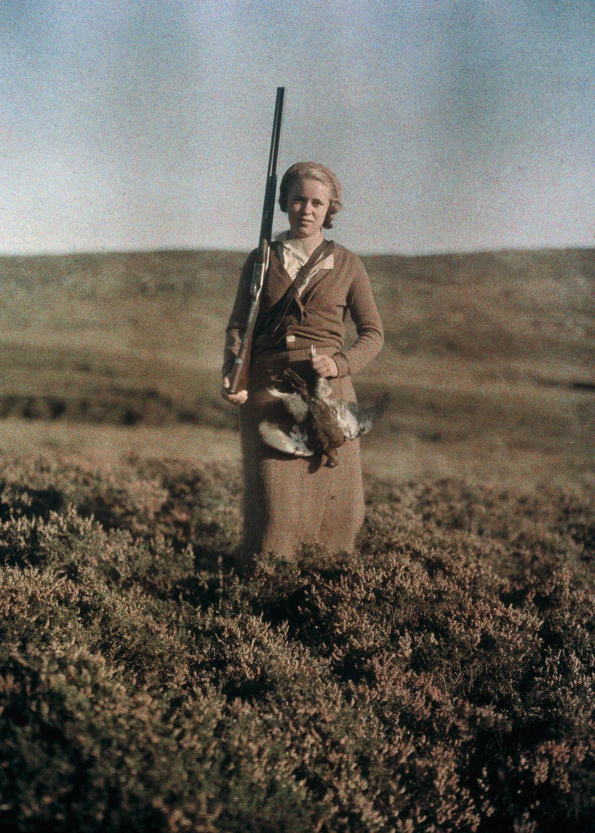 Женщина на охоте, 1920-е. Автохром, фотограф Фридрих Панет