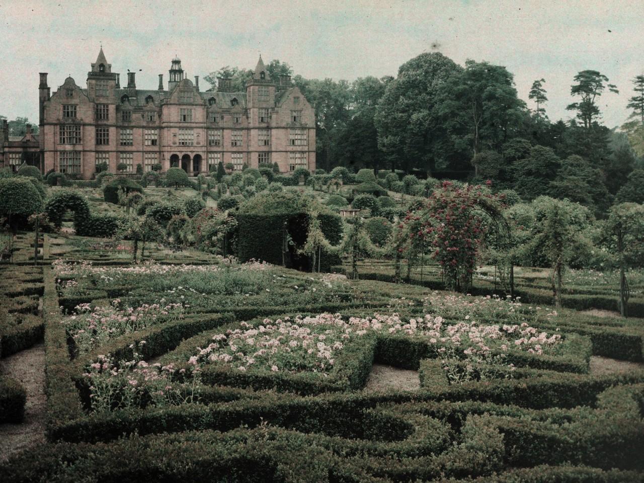 Загородный дом в Вустершире, Англия, 1910 – 1915. Автохром, фотограф Артур Э. Мортон