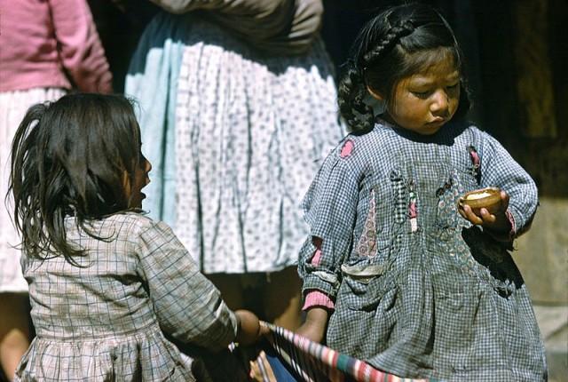 Девочки в Куско, Перу, 1960. Автор Мартин Карплус