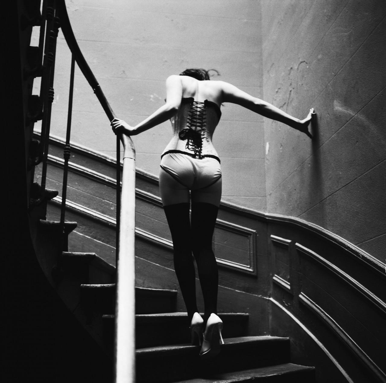 Подъём по лестнице, Париж, 2003. Автор Эллен фон Унверт