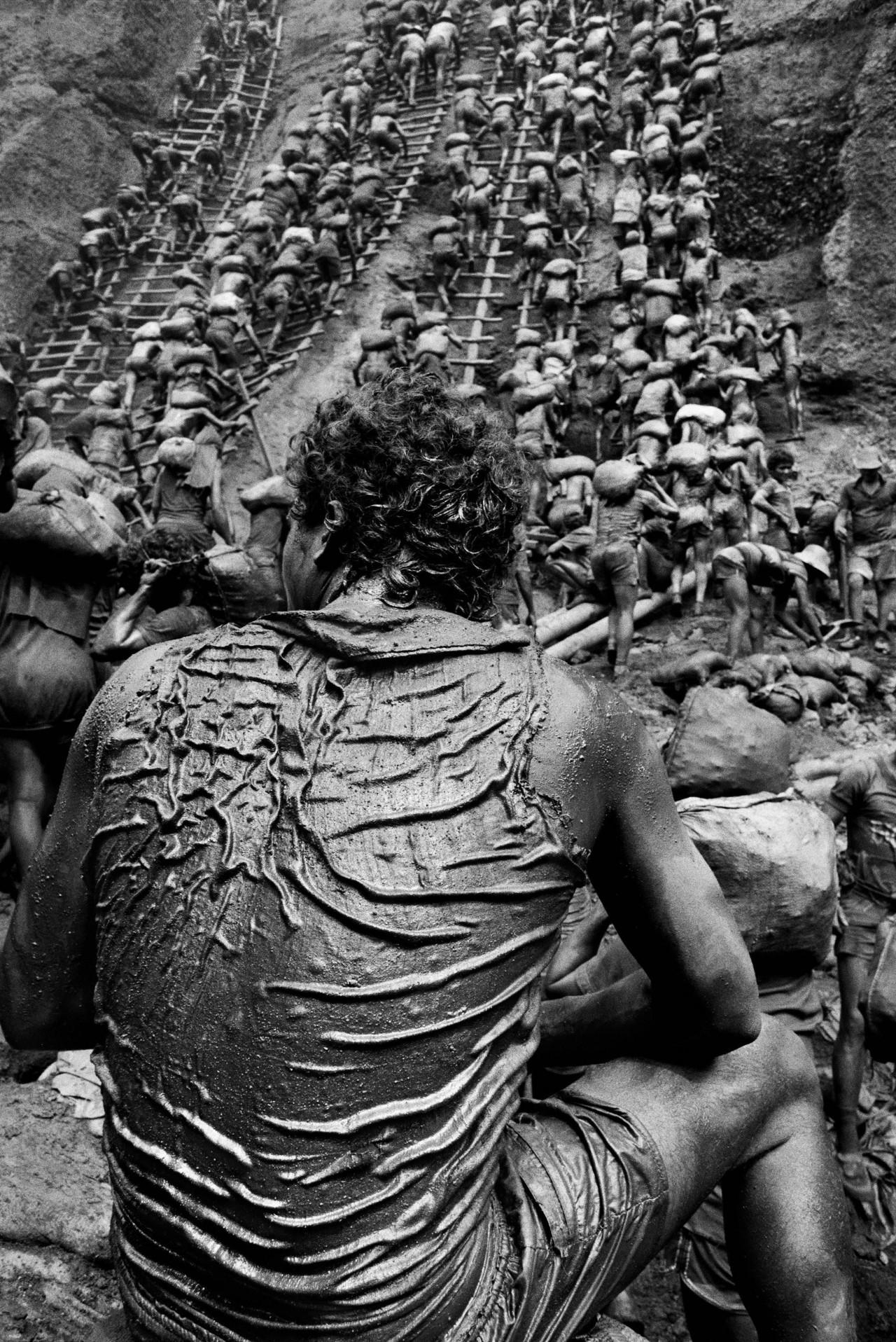 Открытый золотой рудник Серра Пелада, Бразилия, 1986. Автор Себастьян Сальгадо