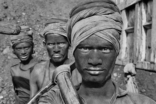 Шахтёры, Дханбад, штат Бихар, Индия, 1989. Автор Себастьян Сальгадо