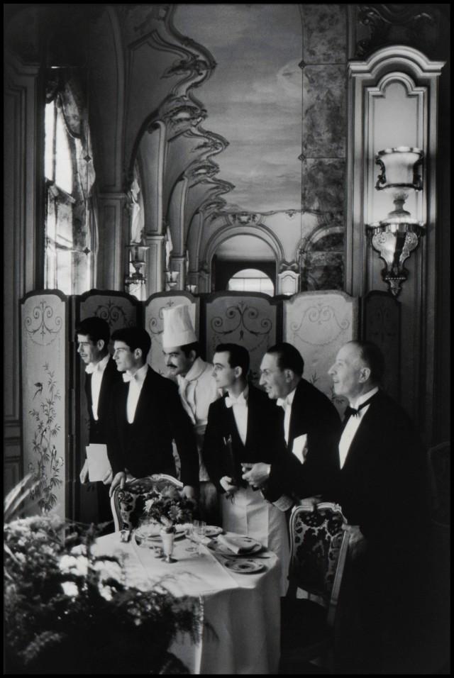 Официанты и шеф-повар отеля «Ritz». Париж, Франция, 1969. Автор Эллиотт Эрвитт