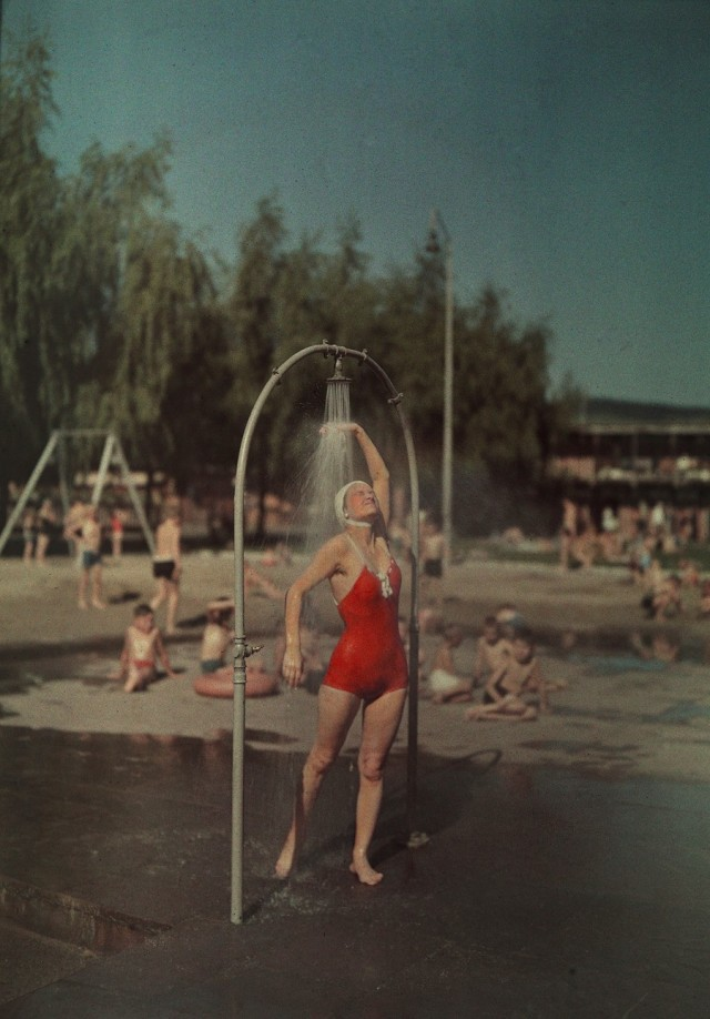 Снято на плёнку «Агфаколор» в Берлине, 1936. Фотограф Ганс Хильденбранд