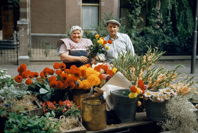Торговцы цветами в Утрехте, Нидерланды, 1950-е. Фотограф Гилберт Гросвенор