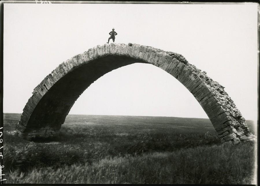 Древний римский мост в Мосуле, Ирак, 1920. Фотограф М. В. Оппенгейм