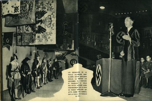 Гренадеры старой Германии в мундирах и оратор на трибуне. Из фотокниги «Берлин», 1930-е. Автор Пьер Мак-Орлан
