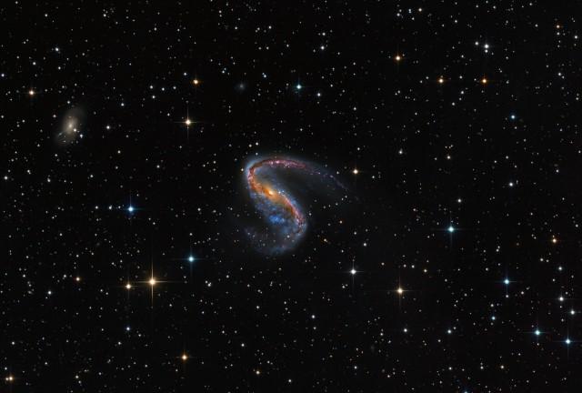 Галактика NGC 2442 в созвездии Летучая Рыба. Автор Мартин Пью