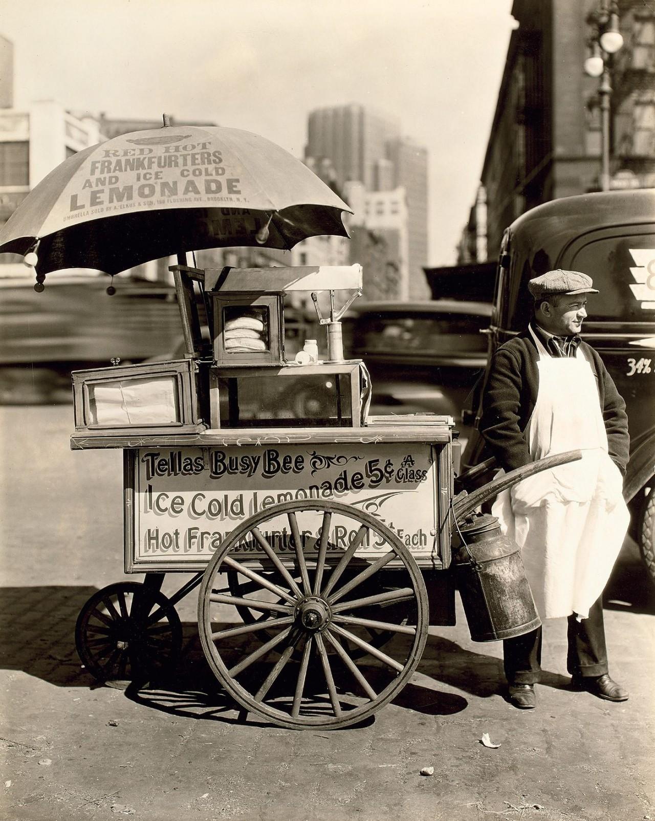 Продавец лимонада. Автор Беренис Эббот
