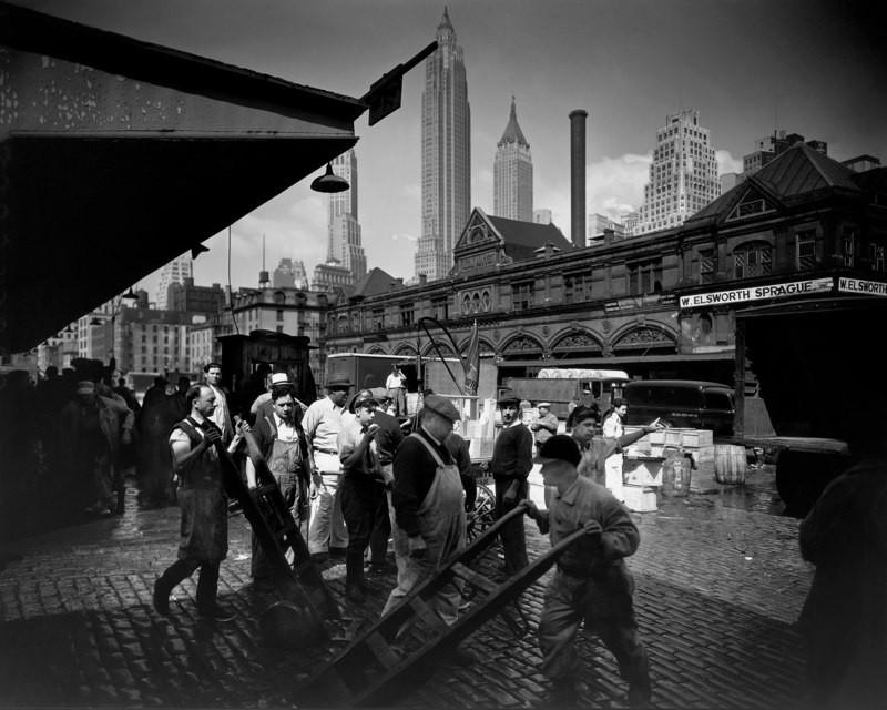 Рыбный рынок на Фултон-стрит,  1935. Автор Беренис Эббот