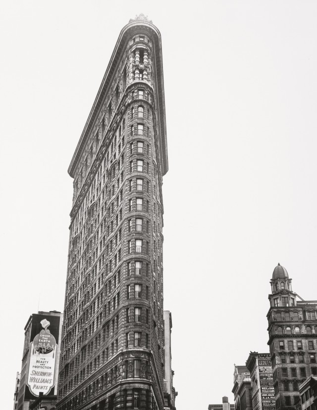 Флэтайрон-билдинг или Дом-утюг на Мэдисон-Сквер, 18 мая 1938. Автор Беренис Эббот
