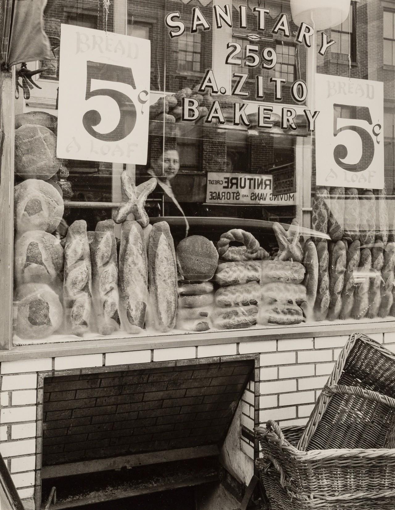 Хлебный магазин на Бликер-стрит, 3 февраля 1937. Автор Беренис Эббот