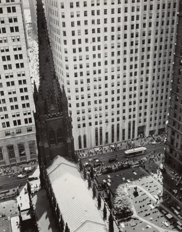 Церковь Троицы и Уолл-Стрит-Тауэрс, 1934. Автор Беренис Эббот